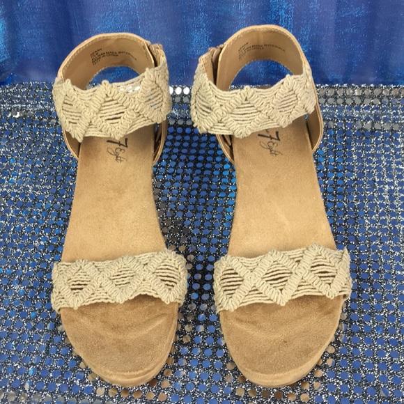 e1f3fd18157a6 Vintage 7 Eight Keran Wedge Sandals